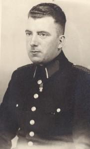 R.R. Pel bij politie Zaandam, 1941 (collectie R.R. Pel)
